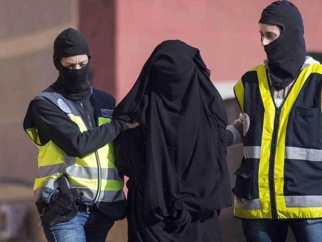 لائی تیتیا نے مارچ 2016 میں اسلام قبول کرکے اپنا نام کنزہ رکھا۔ فوٹو: فائل