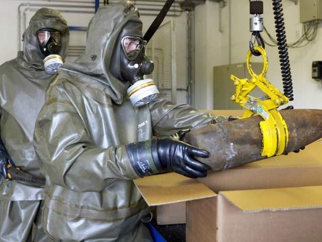 سٹی کالج نیویارک کے سائنسدانوں نے کیمیائی گیس سے خبردار کرنے والا لباس تیار کرلیا ہے جو خطرناک گیس کو بے اثر بنادیتا ہے۔ فوٹو: فائل