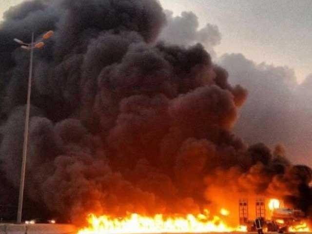 عزیزکراس بائی پاس کےقریب فیکٹری میں لگی آگ نےشدت اختیارکرلی،فاٹوفائل
