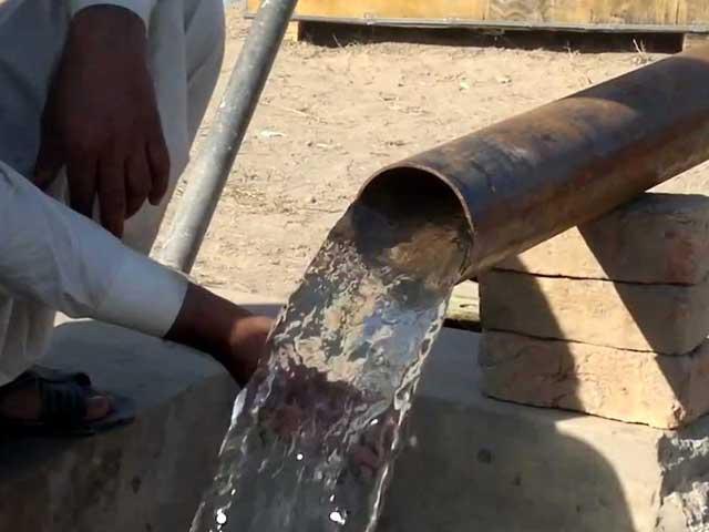 پینے کے پانی کے نمونوں میں سنکھیا کی مقدار محفوظ حد سے 5 تا 97 گنا زیادہ پائی گئی ہے۔ (فوٹو: فائل)