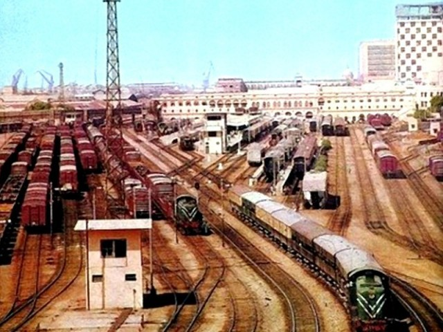 سندھ حکومت سے اراضی کے معاملات طے کرنے کیلیے ڈی ایس ریلوے کو مکتوب ارسال۔ فوٹو: فائل