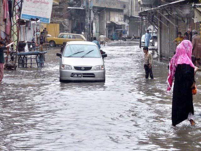 گھروں، دکانوں اور مارکیٹوں میں بھی بارش کا پانی داخل ہوگیا: فوٹو: فائل