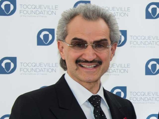 شہزادہ الولید بن طلال بن عبدالعزیز السعود اس وقت دنیا کے 45 ویں امیر ترین شخص ہیں جن کے اثاثوں کی مجموعی مالیت 19 ارب ڈالر کے لگ بھگ ہے۔ (فوٹو: فائل)