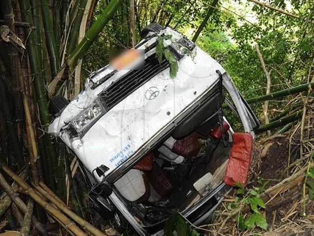 ٹریفک حادثے میں جاں بحق ہونے والے دونوں افراد کی لاشوں کو اسپتال منتقل کردیا گیا ہے، ایدھی ذرائع۔فوٹو : فائل