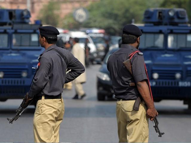 صوبے بھر میں سیکیورٹی کے لیے عید الاضحیٰ کے موقع پر 12 ہزار 3 سو افسران و اہلکاروں کو تعینات کیا جائے گا۔ فوٹو : فائل
