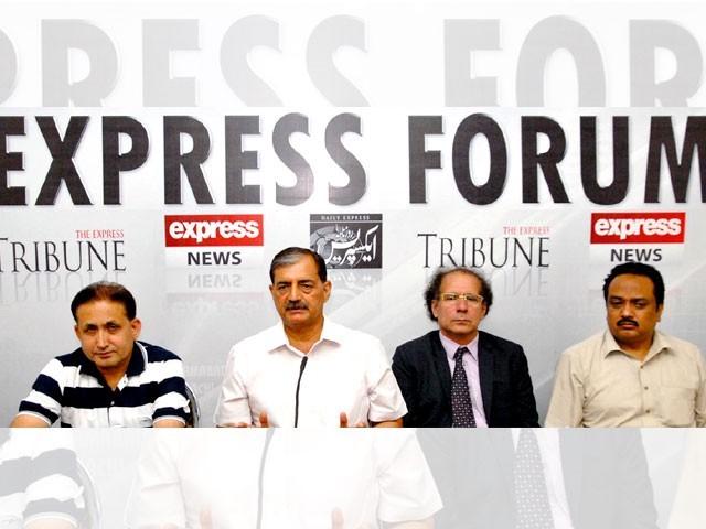 پاکستان کوسفارتی محاذ پر بہتر کام کرنا ہوگا، شرکاء کا ''ایکسپریس فورم'' میں اظہار خیال۔ فوٹو: ایکسپریس