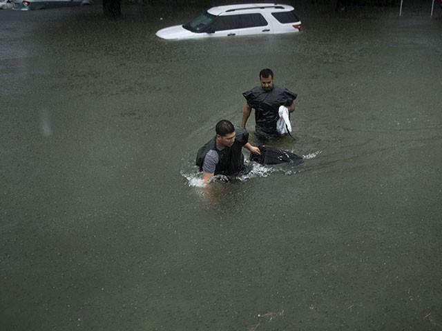 حکام کے مطابق سیلاب سے متاثرہ 5 لاکھ افراد کی ٹیکساس میں امداد کی جا رہی ہے۔ فوٹو : اے ایف پی