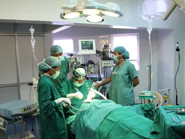 واقعہ بھارتی شہر جودھ پور میں پیش آیا جہاں انیتا نامی حاملہ خاتون کو آپریشن کیلئے لایا گیا تھا۔ فوٹو: فائل