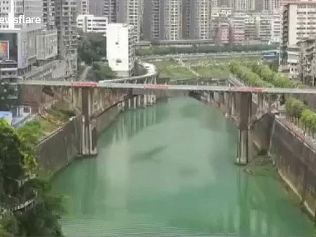 نئے پل کی تعمیر 3 مہینے کے اندر مکمل کر لی جائے گی، ماہرین - فوٹو: فائل