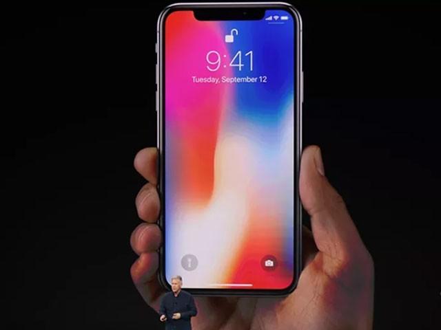 ایپل نے آئی فون کے 10 برس مکمل ہونے پر خصوصی ماڈل آئی فون ایکس بھی متعارف کرایا۔ فوٹو : سوشل میڈیا