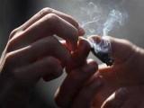 ملزمان آن لائن منشیات فروخت کرتے تھے،  نوجوانوں کو مفت میں نشے کا عادی بناکر بعد میں پیسوں کا تقاضا کیا جاتا۔ فوٹو: فائل