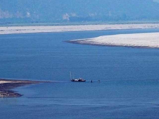 ماہرین کے مطابق جنوبی ایشیا کے جغرافیائی سیاست میں پانی اہم ہتھیار بنتا جارہا ہے۔ فوٹو: فائل