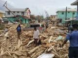یہ معجزہ ہی ہے کہ طوفان سے سیکڑوں افراد ہلاک نہیں ہوئے، وزیراعظم روزویلٹ اسکیرٹ۔ فوٹو: اے ایف پی