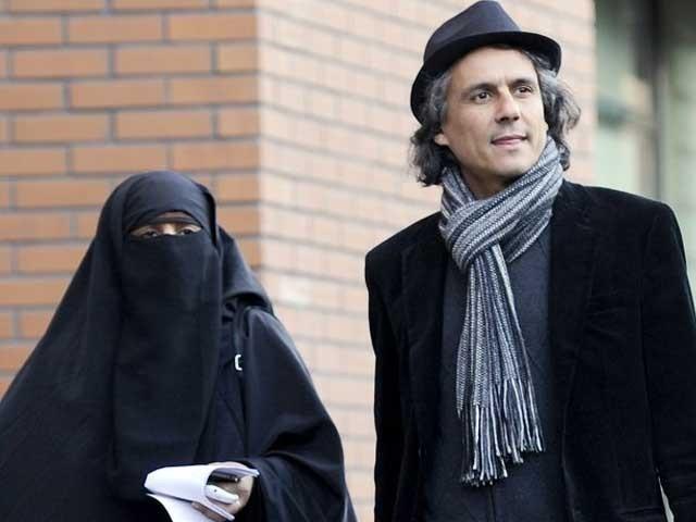 پورے یورپ بالخصوص آسٹریا کی خواتین سے کہتا ہوں کہ آپ برقع پہنیں جرمانہ میں بھروں گا، راشد نقاز۔ فوٹو: فائل