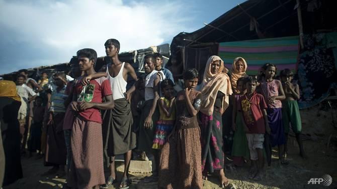 روہنگیا مسلمانوں کی بہت بڑی تعداد کے باعث بنگلا دیش کی حکومت نے دنیا کا سب سے بڑامہاجر کیمپ بنانے کا منصوبہ بنایا ہے۔:فوٹو اے ایف پی
