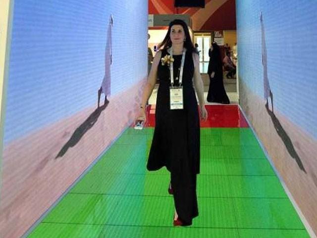 دبئی ایئرپورٹ پر جلد ''اسمارٹ ٹنل'' ٹیکنالوجی متعارف کرادی جائے گی۔ فوٹو : گلف نیوز