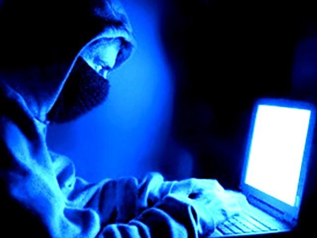 سابق اہلیہ نے جعلی فحش تصاویر سوشل میڈیا پرلگانے پردرخواست دی تھی۔ فوٹو: فائل