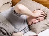 نیند کی کمی الزائیمر اور دیگر خطرناک دماغی امراض کی وجہ بن سکتی ہے۔ فوٹو: فائل