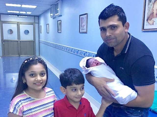 اس سے قبل  کامران اکمل کی ایک بیٹی لائبہ اور بیٹا ایان ہے  ؛فوٹوفائل