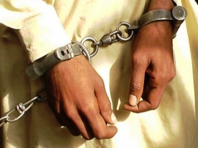 خواتین پر چھریوں سے حملہ کرنے والے مبینہ ملزم وسیم کے قریبی دوست شہزاد کو پولیس نے گرفتار کرلیا ہے۔ فوٹو۔ فائل