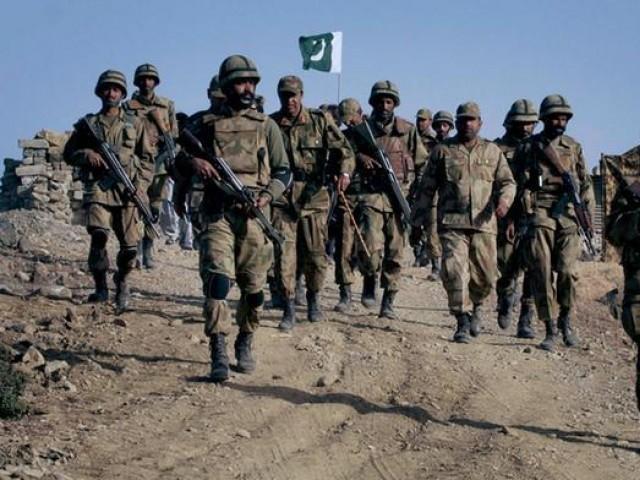 گزشتہ روزمغویوں کو افغانستان سے پاکستان منتقل کیا جارہا تھا، آئی ایس پی آر — فوٹو : فائل