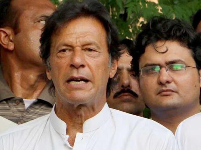 آج کے حملے کے بعد درباری احسن اقبال کا عدالت کے باہررینجرز سے متعلق ڈراما بھی سمجھ آیا، عمران خان: فوٹو: فائل