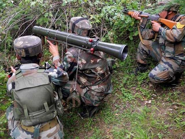 پاک فوج بھی بھارتی جارحیت کا بھرپور جواب دے رہی ہے ۔ فوٹو: فائل