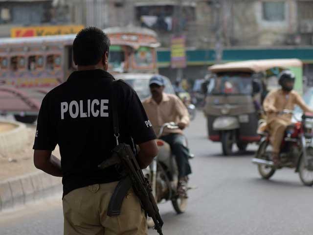 جرائم پیشہ افراد پولیس اہلکار کو قتل کر کے باآسانی فرار ہونے میں کامیاب ہوگئے، کورنگی پولیس. فوٹو: فائل