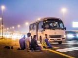 نماز کے لیے گاڑی سڑک کنارے پارک کرنے والوں پر 500 درہم جرمانہ عائد کیا جائے گا، پولیس۔ فوٹو: فائل