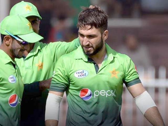 عثمان شنواری پاکستان کی جانب سے سب سے کم گیندوں پر 5 شکار کرنے والے بولر بن گئے ہیں . فوٹو: پی سی بی