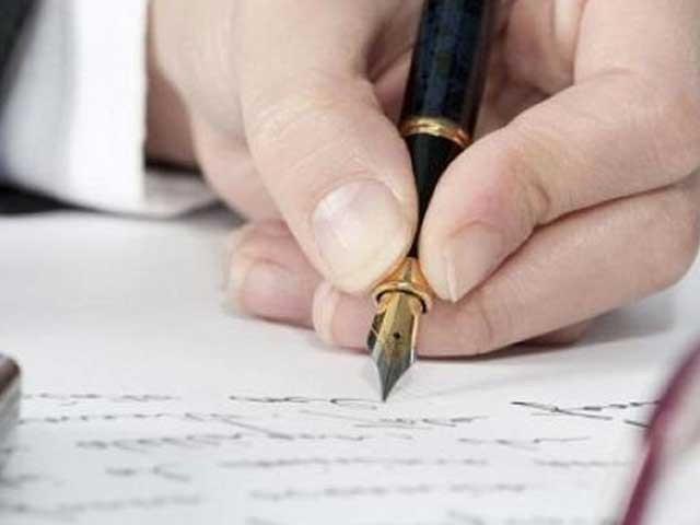 جب جج یہ سزا کسی مجرم کو لکھتا ہے تو اس کی جانب سے بھی پین کی نب توڑتے ہوئے افسوس کا اظہار کرتے ہیں۔: فوٹو: فائل