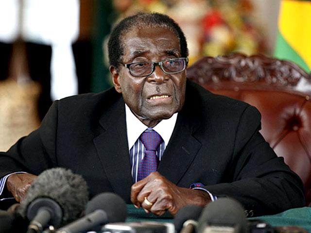 رابرٹ موگابے کو ان کی ہی جماعت نے پارٹی کی سربراہی سے برطرف کردیا ہےفوٹو: فائل