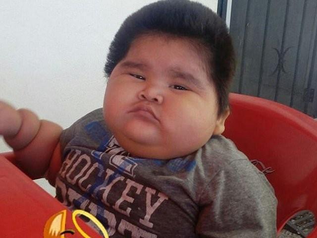 دس ماہ کے لوئس مینول کا وزن حیران کن طور پر30 کلو ہے.فوٹو:بشکریہ انڈیا ٹائمز