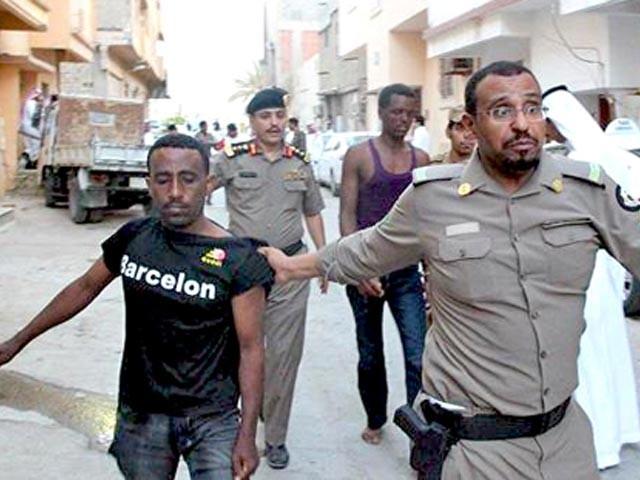 سعودی عرب میں غیرقانونی قیام کے حوالے سے قوانین بہت سخت ہیں، فوٹو: فائل