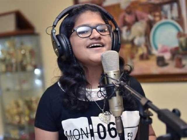 عالمی ریکارڈ اپنے نام کرنے کے لیے سچیتا نے مزید 5 زبانوں میں گانے سیکھنے کی ٹھانی ہے ۔ فوٹو : انٹر نیٹ
