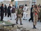 دہشتگردوں کی فائرنگ کے نتیجے میں 3 اہلکار زخمی بھی ہوئے، سیکیورٹی ذرائع. فوٹو : فائل