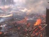آگ کے باعث بھاری مالیت کی لکڑی جل کر راکھ ہوگئی۔ فوٹو : فائل