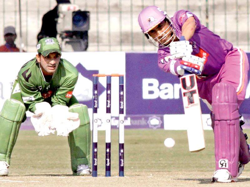 ٹیموں کو میچ کے لیے راولپنڈی اسٹیڈیم روانگی کی کلیئرنس نہ مل سکی۔ فوٹو: فائل