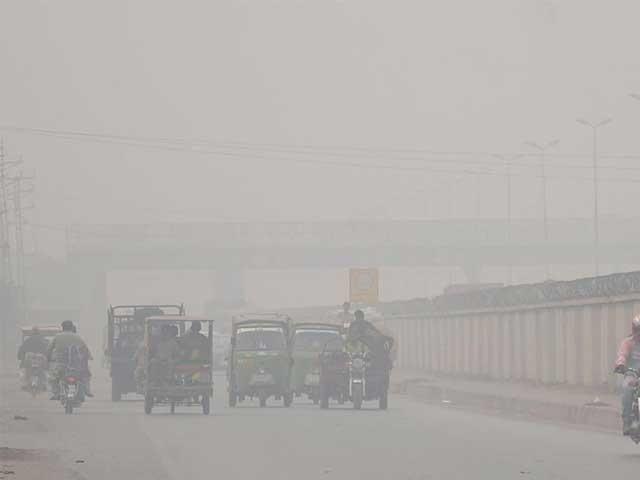 کراچی جانے والی اور آنے والی ٹرینیں بھی کئی کئی گھنٹے تاخیر کا شکار رہیں فوٹو:فائل