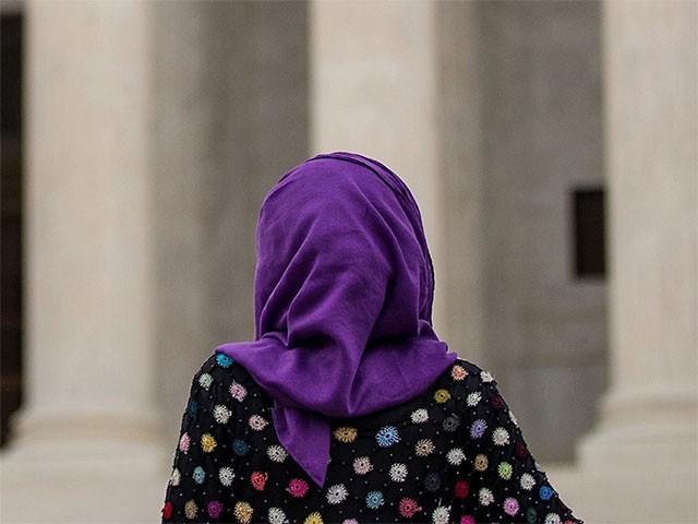 امریکا میں ایک ٹیچر نے اسکول طالبہ کا حجاب نوچ ڈالا،فوٹو:انٹرنیٹ