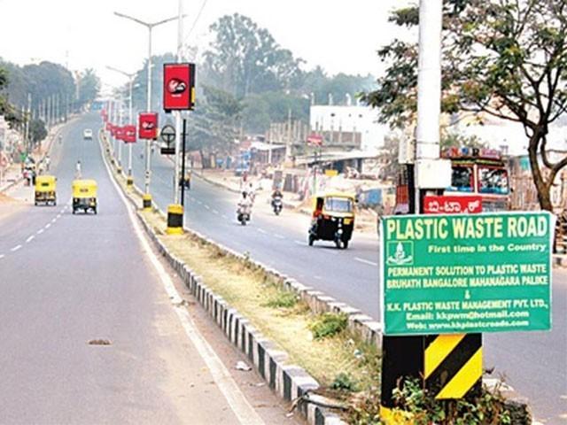 بھارت میں پلاسٹک کے استعمال سے سڑکوں کی تعمیر،فوٹو:انٹرنیٹ