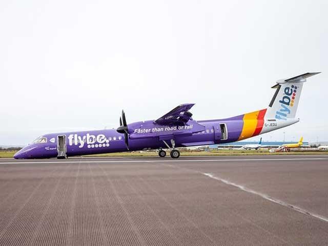 کریش لینڈنگ کے دوران مسافر محفوظ رہے تاہم جہاز کی نوک رن وے سے ٹکرا گئی (فوٹو: گارجین)