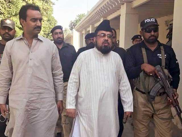 مفتی عبدالقوی کی ضمانت 2 لاکھ روپےکےمچلکوں کےعوض منظورکی گئی؛ فوٹوفائل