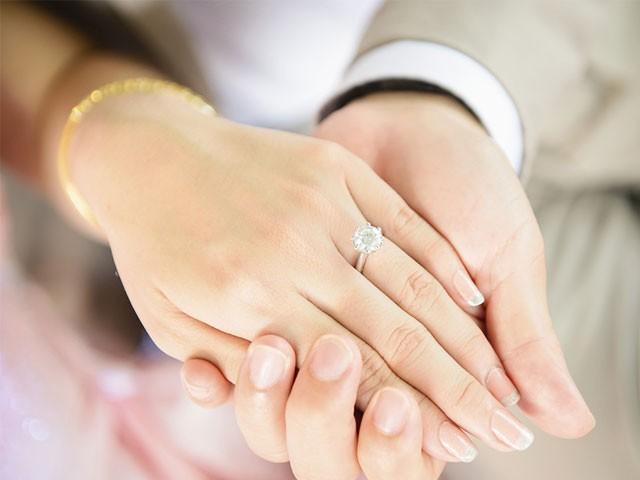 خوبصورت بیوی کی وجہ سے مرد نفسیاتی اور کئی دیگر بیماریوں کا شکار ہوجاتا ہے،تحقیق فوٹو:فائل