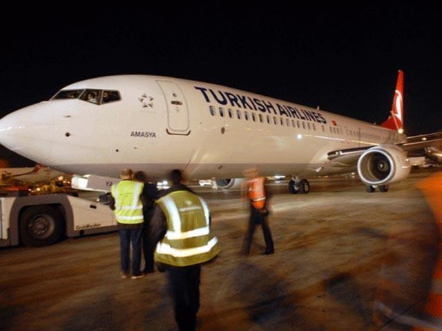 کسی مسافر کے پاس موجود وائی فائی ڈیوائس کا نام '' جہاز میں بم ہے'' سامنے آرہا تھا، فوٹو: فائل