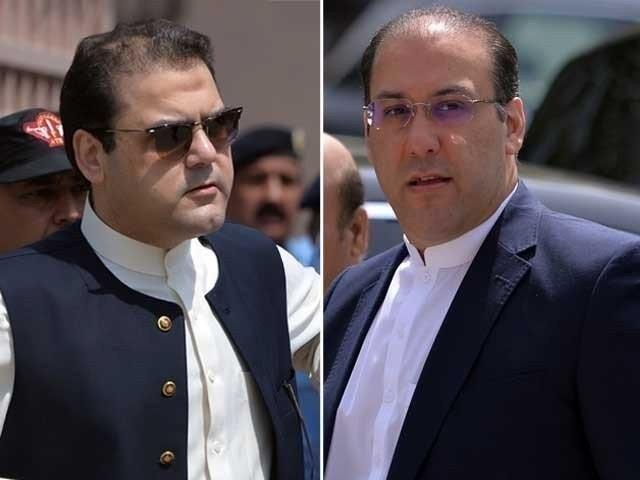 ناقابلِ ضمانت وارنٹ گرفتاری جاری ہونے کے باوجود حسن اور حسین نواز عدالت میں پیش نہیں ہوئے۔ فوٹو:فائل