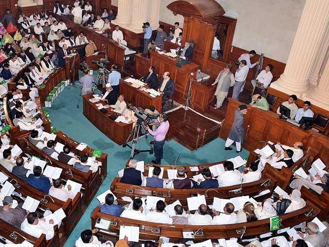 قرارداد پنجاب اسمبلی میں اپوزیشن لیڈر میاں محمودالرشید نے جمع کرائی، فوٹو: فائل