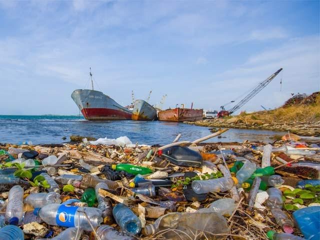 200 ممالک نے سمندروں میں پلاسٹک پر پابندی کے معاہدے پر دستخط کیے ہیں۔ فوٹو: فائل