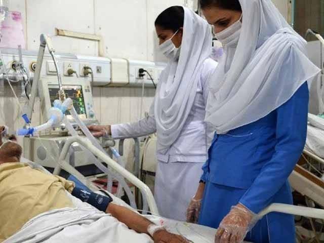 نجی اسپتال میں زیرعلاج 70 سالہ رشیدہ بی بی میں سوائن فلو کی تصدیق ہوگئی فوٹو: فائل