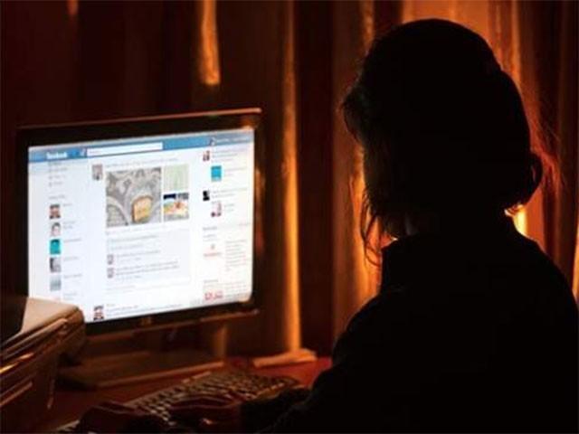 مجرمہ نے مختلف ویب سائٹس پر کئی اکاونٹس بنارکھے تھے،فوٹو:انٹرنیٹ